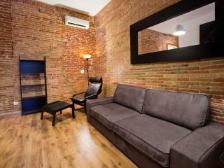 Centre 3 apartment in Eixample Dreta with WiFi, air conditioning, balcony & lift