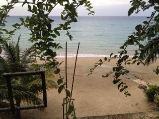 Villa w/ Ocean Views & Access To Private Beach!