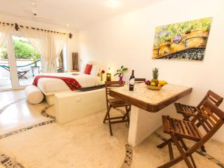 Super cool sunny studio hot tub awesome location, Playa del Carmen