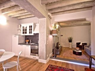 Rustici apartment in Duomo with WiFi, air conditioning & lift.