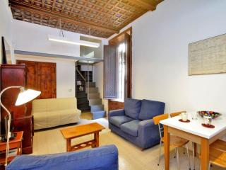 Farnese Suite apartment in Centro Storico with WiFi & airconditioning., Rome