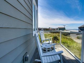 Upscale home w/ hot tub, beach access & views, room for eight!, Newport