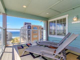 Upscale oceanview home w/private hot tub and room for 10!