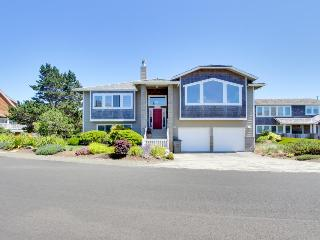 Modern home w/ a spectacular oceanview, access to shared tennis courts, dogs ok!