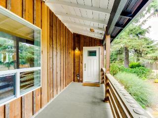 Modern home along the Ridgepath Trail w/ room for 4 & 1 dog!