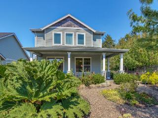 Comfortable, dog-friendly home with hot tub near Nehalem Bay State Park, Manzanita