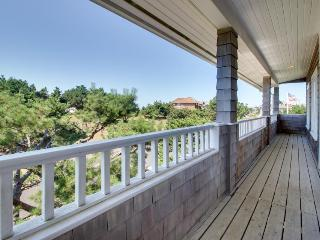 Peek-a-boo ocean view with a hot tub and room for 8 await!, Gearhart