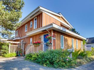 Spacious, dog-friendly home near the ocean and estuary!