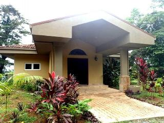 Contemporary townhome w/private pool in tropical setting!, Bocas del Toro Province