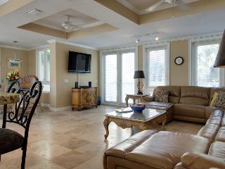 Luxury pet-friendly home w/private pool & resort amenities, Destin