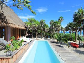 Casa Cantarena - contemporáneo frente a la playa Villa, Tulum