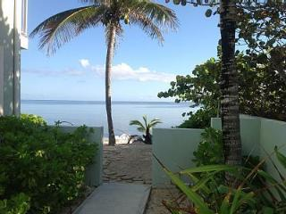 OCEANFRONT 3 BR 2 BATH VILLA ON PRIVATE, SANDY BEACH & AMAZING SNORKELING!!