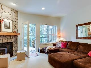 Dog-friendly condo near ski access, with shared hot tub & pool - fun all around!, Government Camp