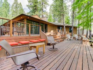 Resort amenities like a pool & hot tub with 3-tier decks & golf course views!, Black Butte Ranch