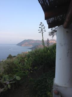 vista dal terrazzo verso Vulcano