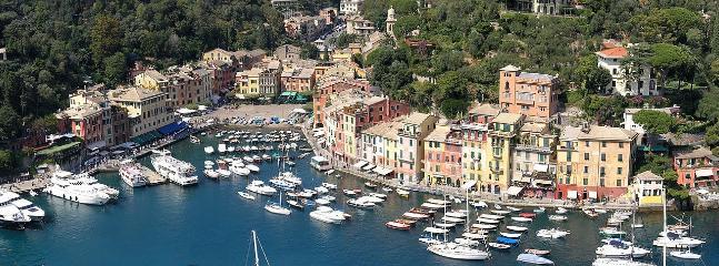 Portofino, raggiungibile in breve tempo sia in macchina che con il battello