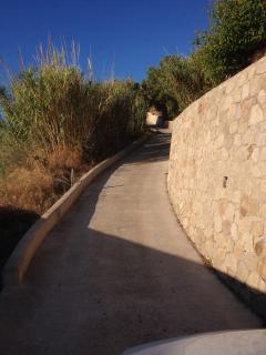 la strada  privata di accesso a casa