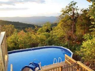 Mountain Charm-Enjoy the views from the Pool!