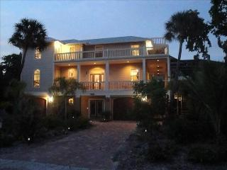 Lazy Palm' Fabulous! 4 bed, game room, sleeps 10, Captiva Island