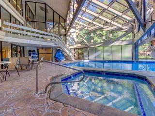 Stylish condo near slopes w/shared fitness, pool & hot tub!, Park City