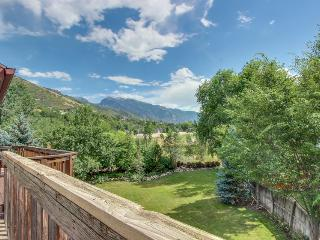 Deluxe, welcoming ski lodging for a group, close to four ski resorts!, Cottonwood Heights