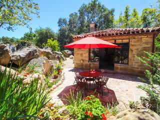 Romantic retreat - gorgeous and warm home w/plenty of charm, Santa Barbara