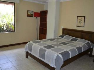 Mt-301 Perfect 2 bedroom near LLeras. Poblado, Medellin