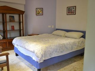 mt-002, Exclusive Studio Apt close to LLeras,, Medellin
