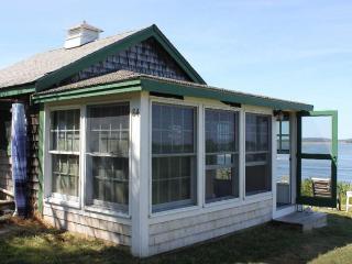 Sea View 1-2 BR Cottage @ GreatNeck, Ipswich