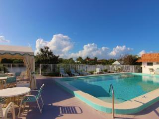 1Br/1.5Ba Palm Beach Villas Condo