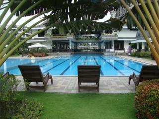 Royal Palms Balcony Overlooking Pool - 2 Queen Bed, Taguig City
