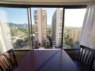 Beautiful Waikiki Condo with Free Parking