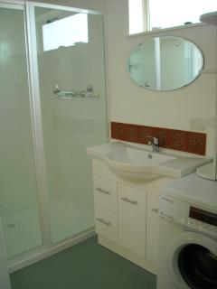 Jilba Cottage Bathroom, Laundrey & Toilet