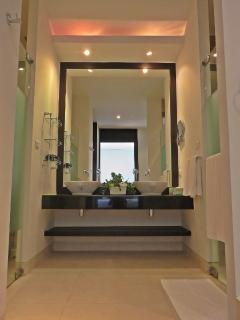 Master Bedroom Ensuite Spa Bathroom