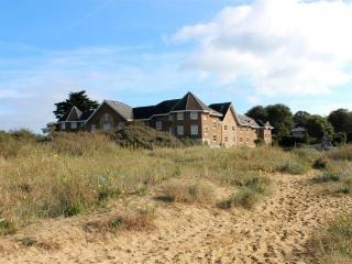 Holiday house in Bembridge with direct beach access and stunning sea views