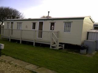 8 BERTH CARAVAN GOLDEN PALM CHAPEL ST LEONARDS .25