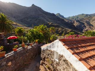"CASA LA PINTORA - The painter""s house, beach and hiking"