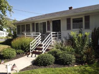 Pet Friendly, Walk to Beach 126787