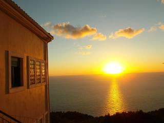PORTO KATSIKI sunny apartment- 3 bedrooms- sleeps 7-amazing Sea View Veranda