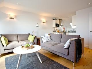Apartment 2, Gara Rock located in East Portlemouth, Devon