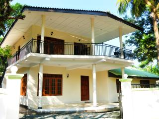 Anuradha Holidays-Whole Bungalow with 6 Bedrooms, Anuradhapura