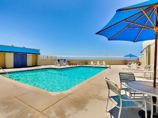 Beautiful Beach Front  Condo - Private Pool, Steps to the Sand and Pier, Huntington Beach