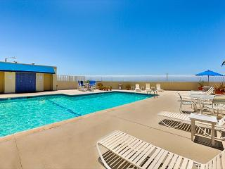 MARCH OPEN - On the Sand, Steps from Pier, Restaurants, Shops, Huntington Beach
