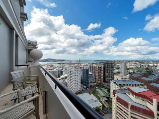 Stylish 2 Bedroom Apartment in the Peaceful Leafy Legal District of Auckland, Auckland Central
