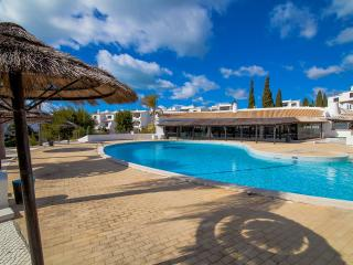 Beautiful flat with pool and 5 min walk to beach, Albufeira
