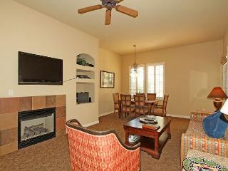 An Upstairs One Bedroom with a Private Balcony Overlooking the Lap Pool/BBQ, La Quinta