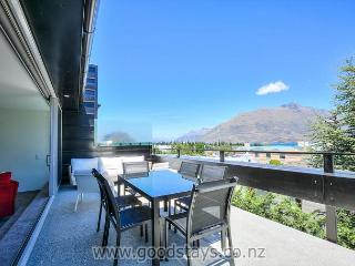 Luxury Queenstown Penthouse - Central Views - Sky - VDSL Wifi