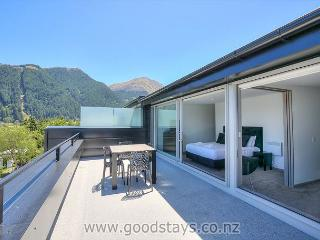 P2 Luxury Goodstay! 5 min walk to Central Queenstown! Newly built Penthouse