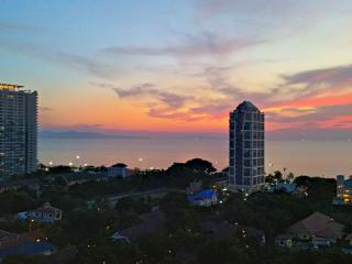 Pattaya, Sea View, Internet, Great Location!