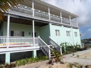 Greenwich Creek Lodge - 12 bedrooms , sleeps 24, Deadman's Cay